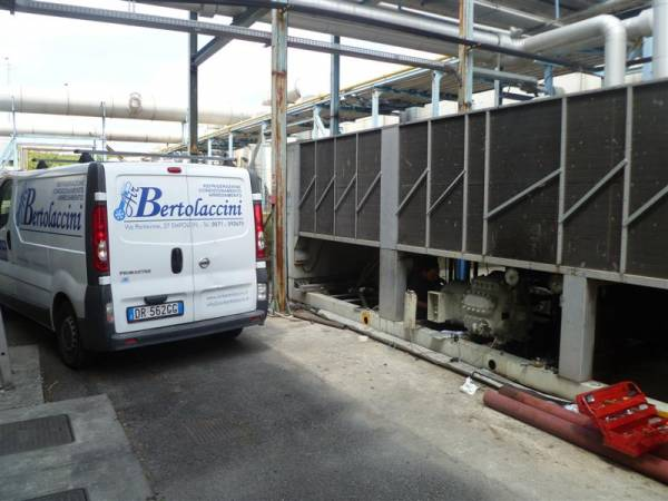 Installazione compressore su impianto refrigerazione industriale _ Air Bertolaccini srl