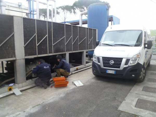 Installazione e manutenzione di compressori su impianti di refrigerazione industria produzione nastri per imballaggi