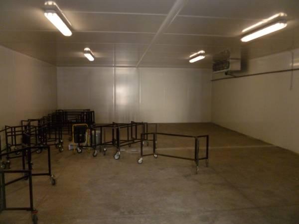 Interno cella frigorifera con aeroevaporatori cubici installa presso Cappelle Sale del Commiato - Firenze