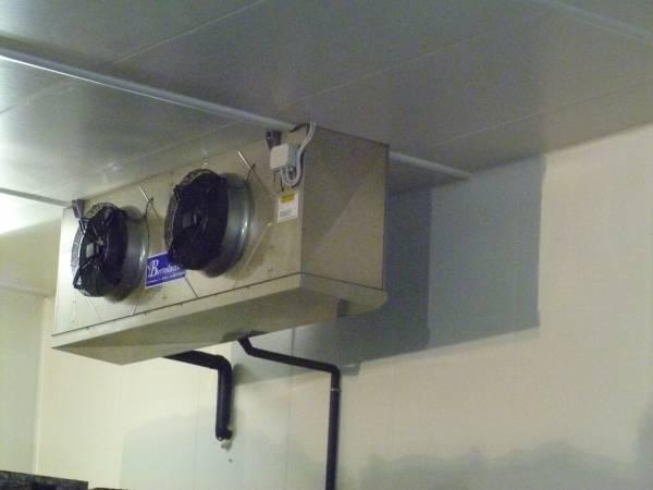 L´Evaporatore all´interno di una cella permette di mantenere il giusto tasso di umidità e al temperatura ideale alla conservazione