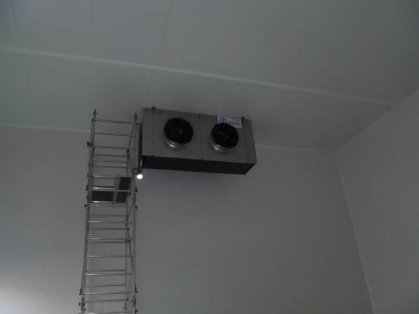 Evaporatore inox installato in cella frigo per conservazione pelli grezze
