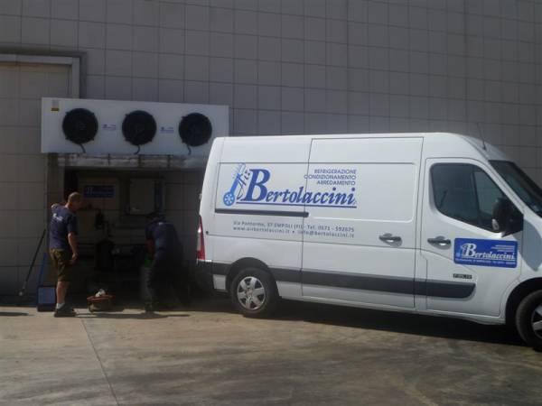 Interventi di manutenzione impianto refrigerazione di una conceria Assistenza Tecnica Specializzata con Furgoni_Officina_ Air Bertolaccini
