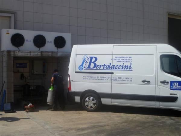 Lavori di manutenzione ordinaria su impianto di refrigerazione Assistenza Tecnica Specializzata con Furgoni_Officina_ Air Bertolaccini