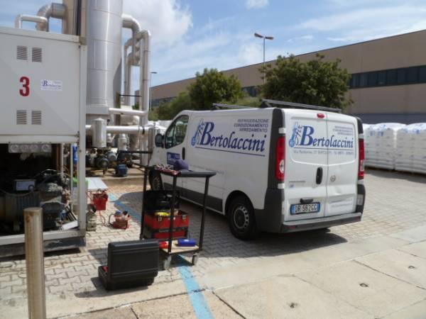 Intervento assistenza gruppo frigorifero impianto refrigerazione acqua