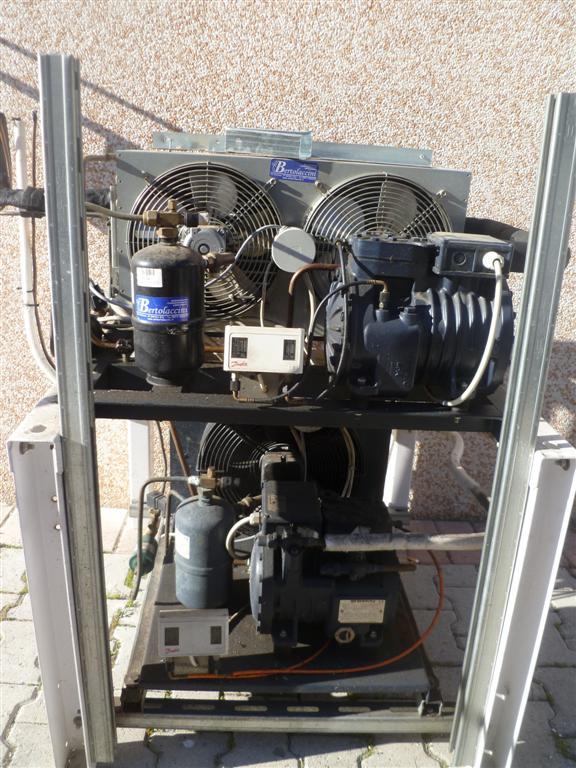 Unita' condensante per celle frigo con compressori semiemertici
